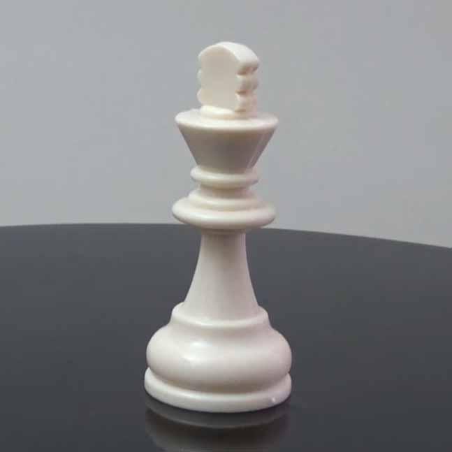 Satranç Taşları Şah Görseli